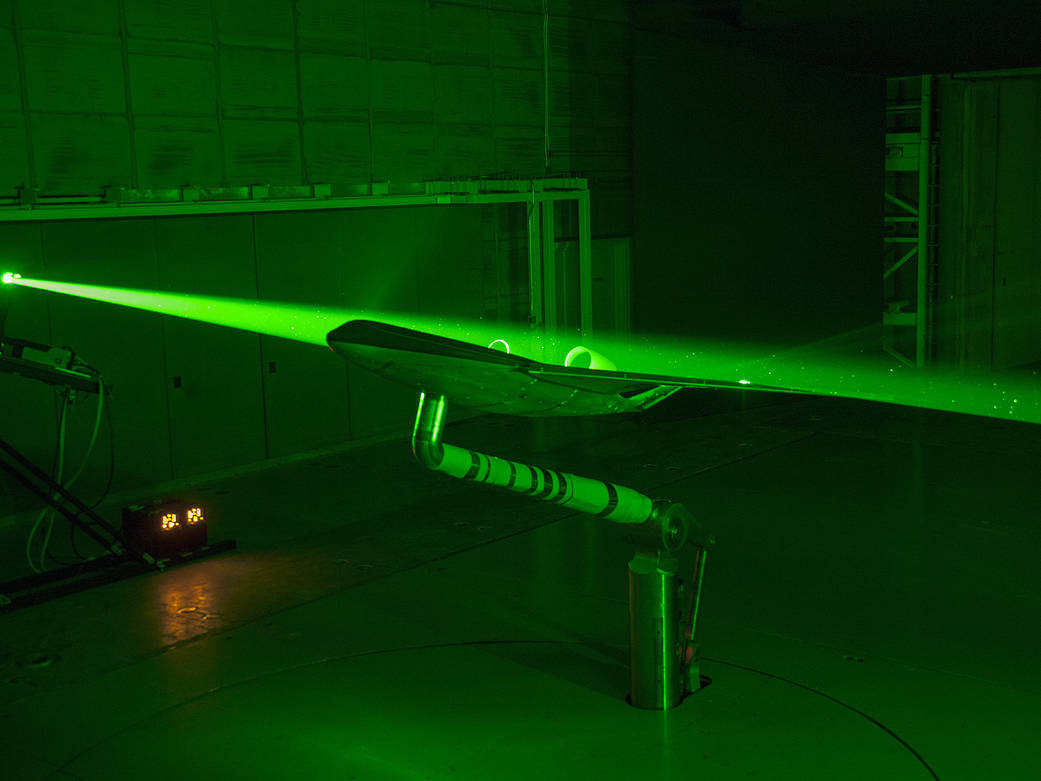 a-laser-view-of-blended-wing-body-plane-1