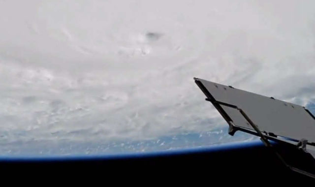 hurricane-matthew-from-the-space-station-1