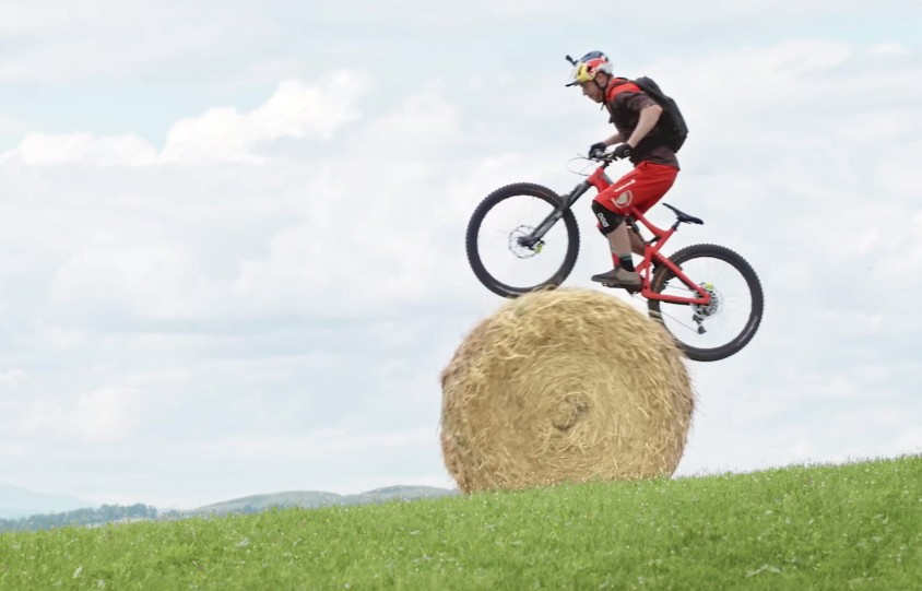 incredible-riding-on-a-mountain-bike-1