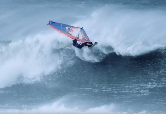 windsurfing-in-extreme-hurricane-conditions-1
