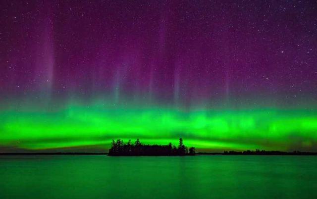 breathtaking-northern-lights-in-a-timelapse-video-1