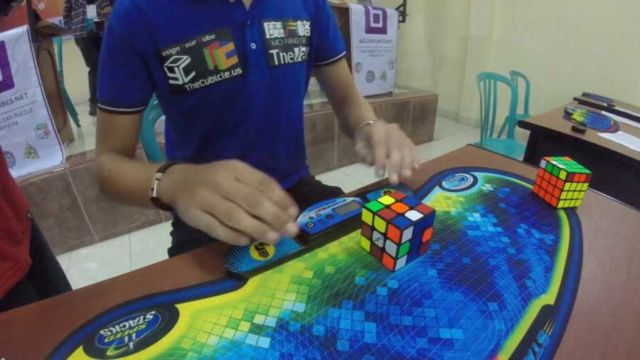 rubiks-cube-world-record-4-74-seconds-1