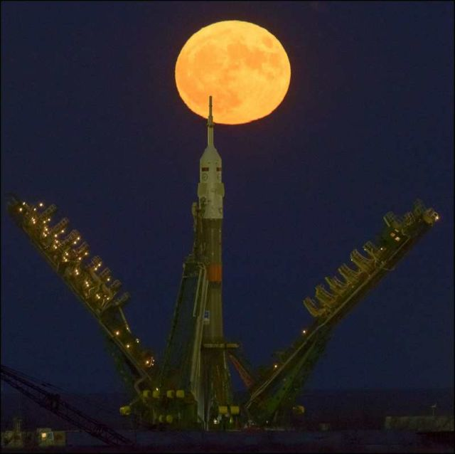 supermoon-rises-1