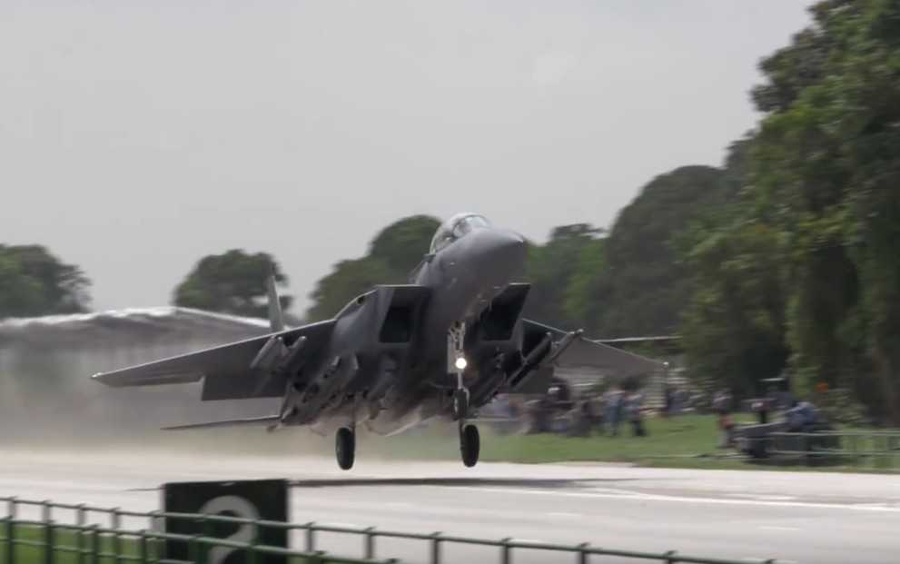 watch-f-15s-take-off-and-land-on-a-public-road-1
