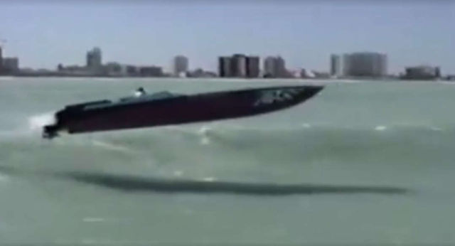 amazing-powerboat-in-insane-flight-1