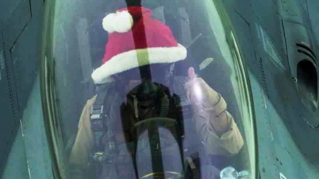 F-16 pilots celebrated Christmas Day wearing a Santa Hat