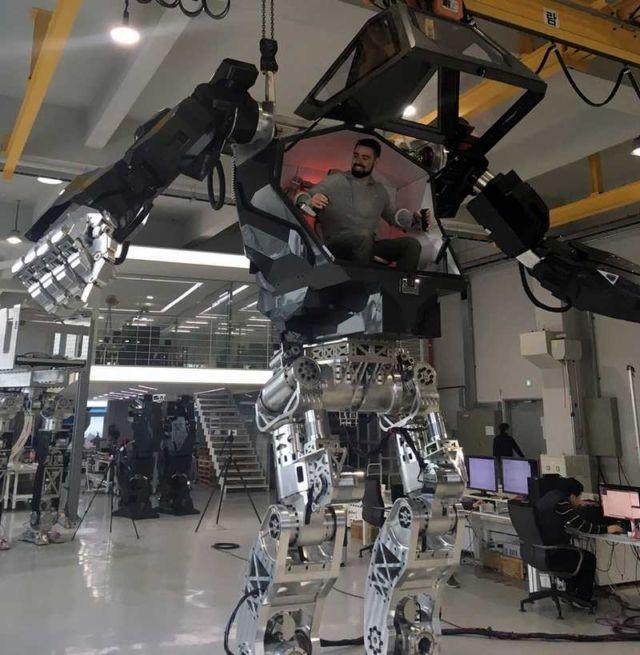 Hankook Mirae Method-2 Robot Suit (1)