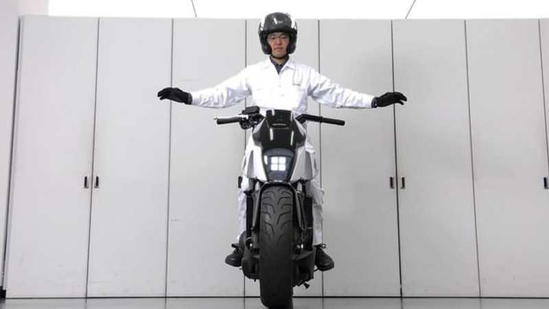 Honda unveils Self-Balancing Motorcycle