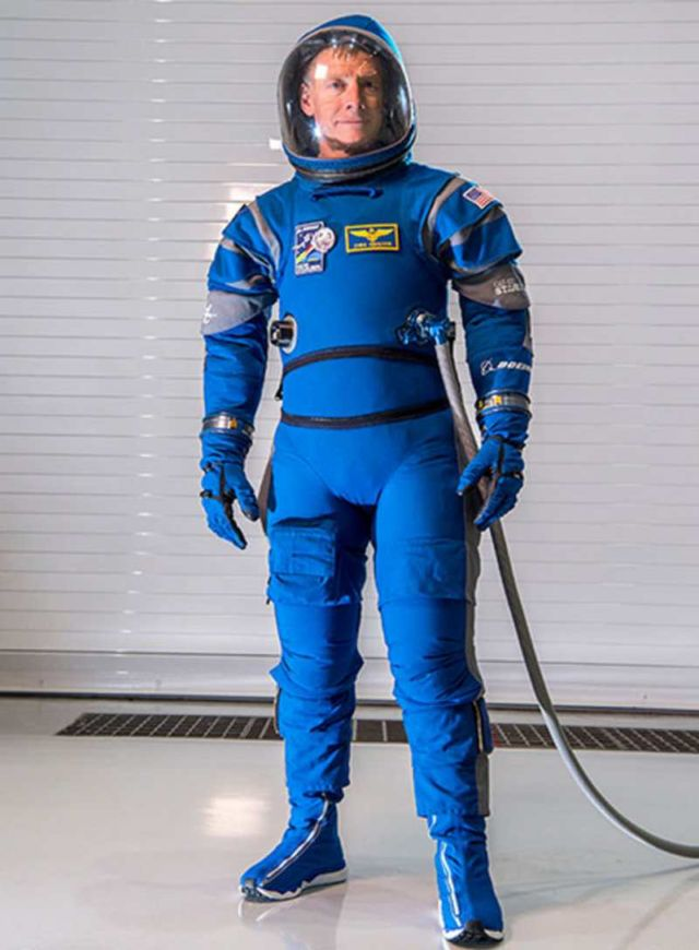 New Boeing's lighter Spacesuit for Astronauts (3)