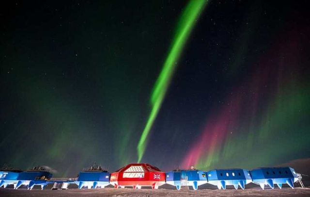 Halley VI research station is dragged 14 miles