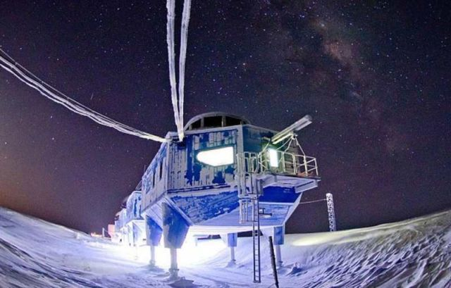 Halley VI research station is dragged 14 miles (4)