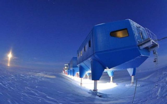 Halley VI research station is dragged 14 miles (3)
