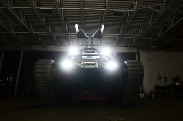 Ripsaw EV2 dual track off-road vehicle (3)
