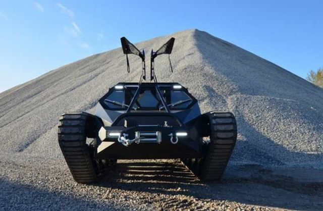 Ripsaw EV2 dual track off-road vehicle (2)