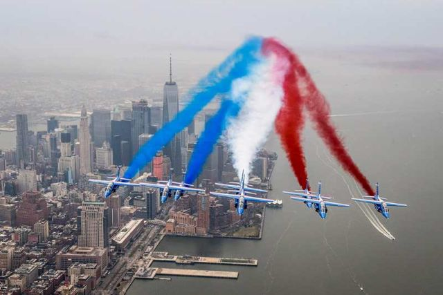 Patrouille de France flying over New York City (3)