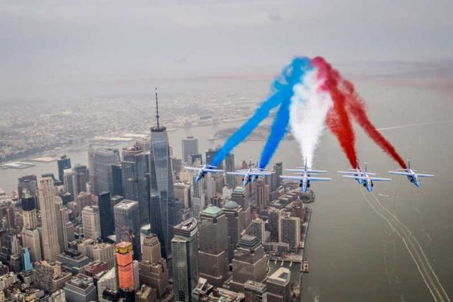 Patrouille de France flying over New York City (4)