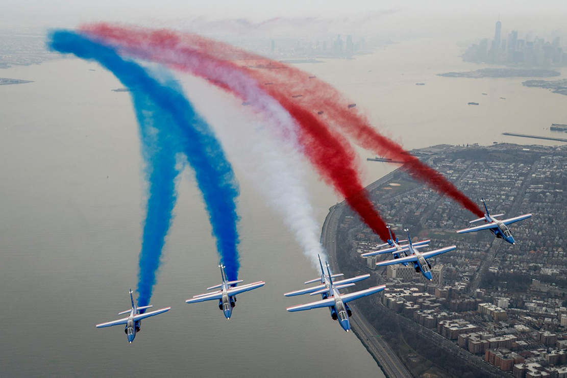 Patrouille de France flying over New York City (1)