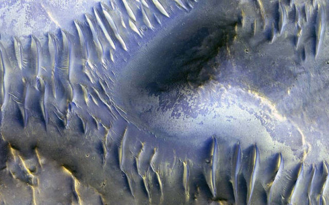 The Splitting of the Dunes on Mars