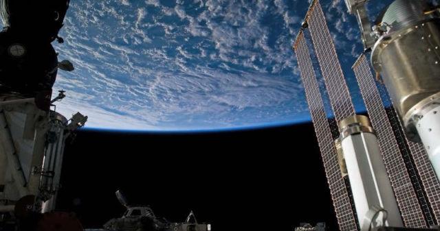 Nikon in Space - time-lapse
