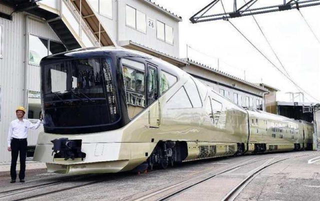Train Suite Shiki-Shima (4)