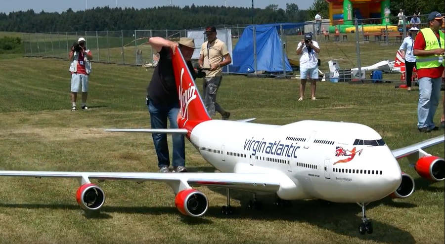 Biggest RC airplane in the world Boeing 747