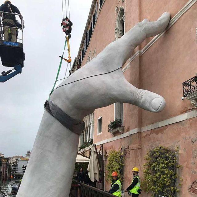 Support artwork, giant hands (2)
