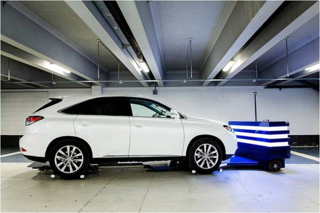 The first Outdoor Valet Parking robot (2)