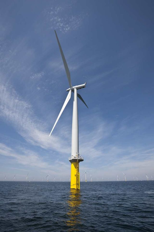 World's largest wind farm gets rolling near Liverpool (5)