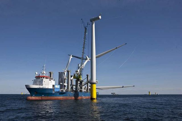 World's largest wind farm gets rolling near Liverpool (4)