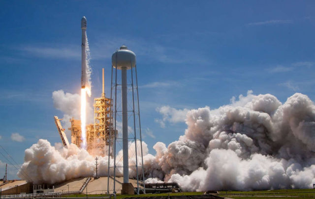 SpaceX launches and lands 2 Rockets in 2 days