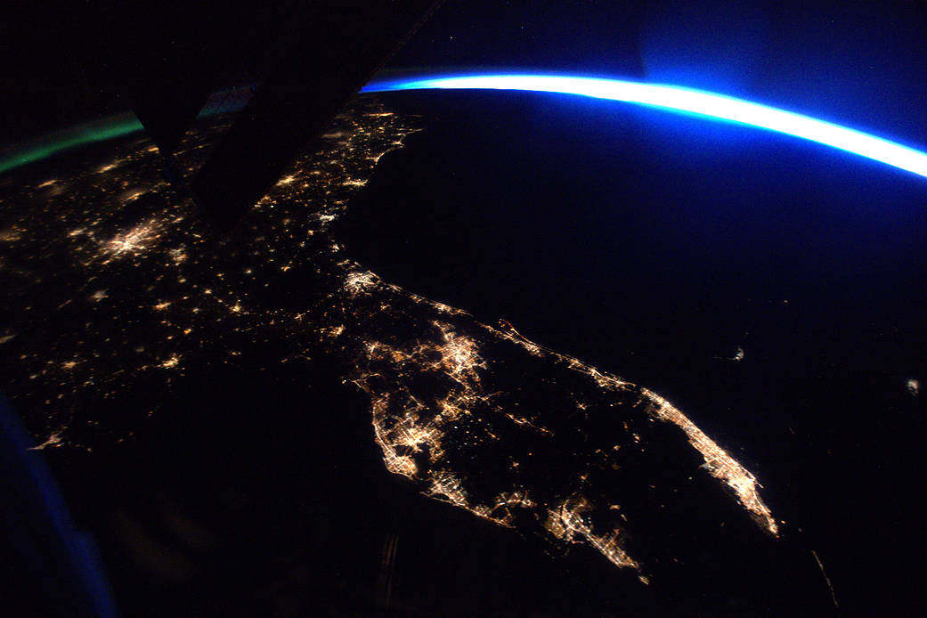 View of florida at night from space station wordlesstech for Space station florida