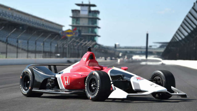 2018 IndyCar makes its official debut (2)
