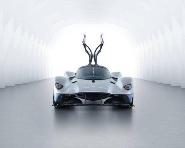 Aston Martin Valkyrie Hypercar (6)