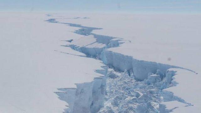 1 Trillion-Ton Iceberg just broke off Antarctica