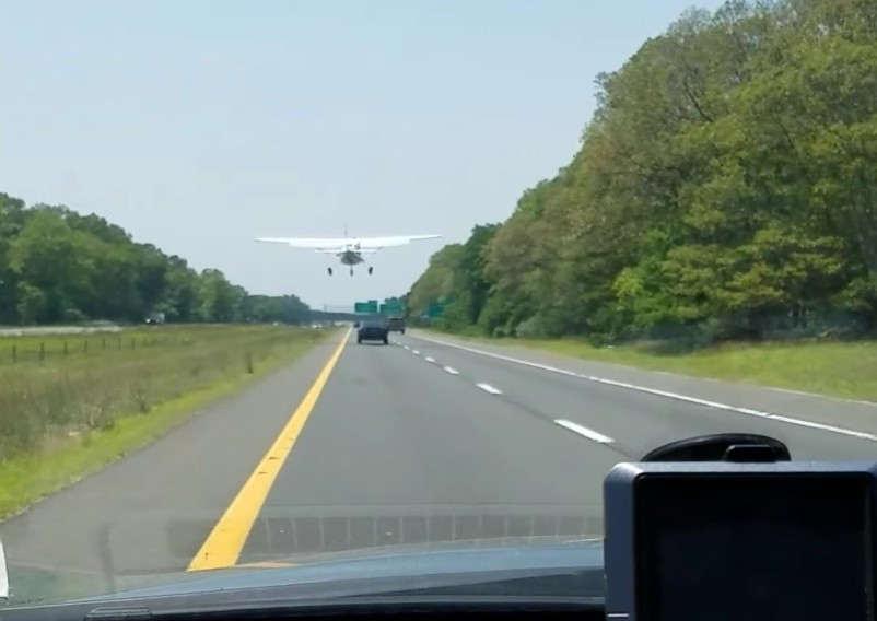 Plane lands on Sunrise Highway