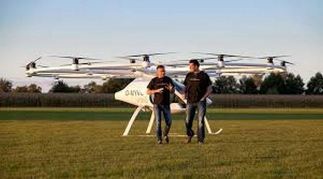 Daimler invests in flying taxi firm Volocopter (1)