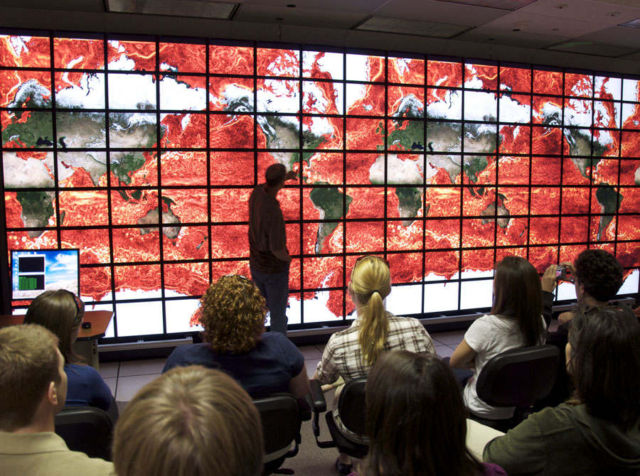 NASA's 128-screen hyperwall can display ocean currents