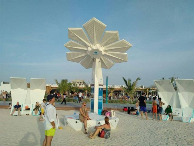 Solar Powered smart palm trees (3)