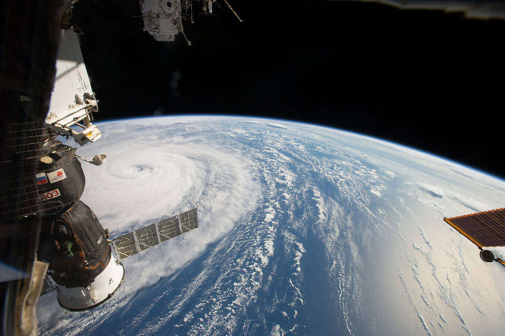 wordlessTech | Super Typhoon Noru from Space Station