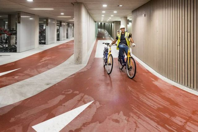 World's largest Bike parking garage (3)