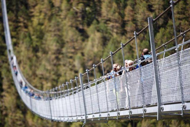 World's longest Pedestrian Suspension Bridge (3)