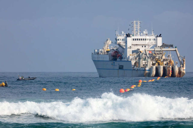 Highest-capacity transatlantic Data Cable completed