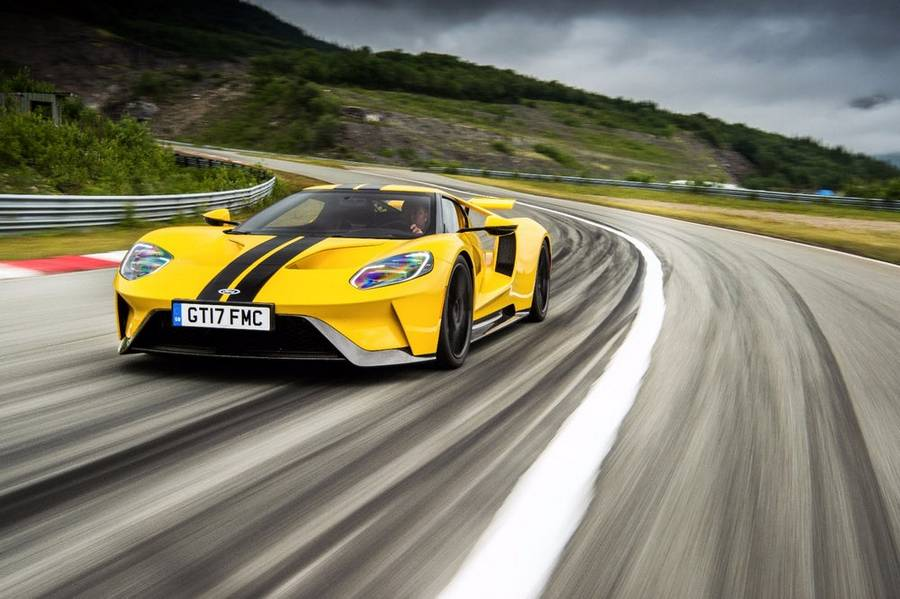 The Ford GT drives the iconic Atlantic Ocean Road (5)