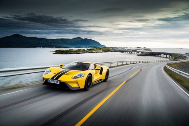 The Ford GT drives the iconic Atlantic Ocean Road (4)