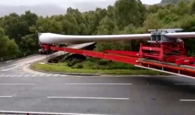 Watch how a 200ft lorry turns sharp right on a narrow road