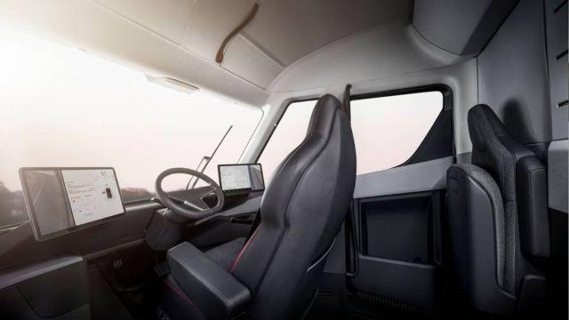 Electric Tesla Semi Truck (5)