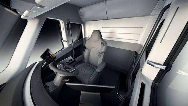 Electric Tesla Semi Truck (3)