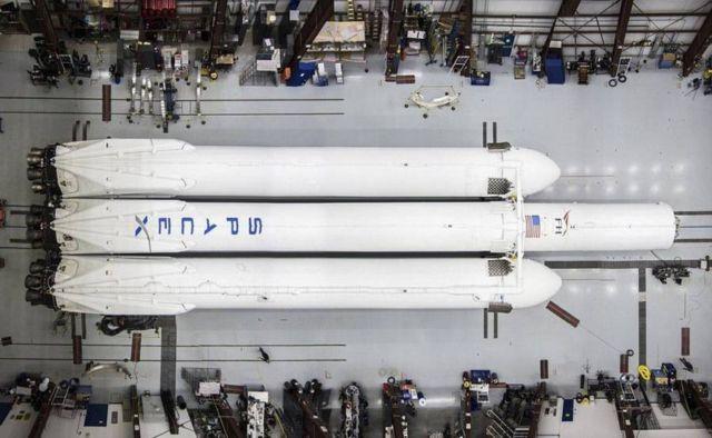 Falcon Heavy Rocket (2)