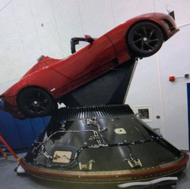SpaceX is planing to send a Tesla Roadster to Mars (3)