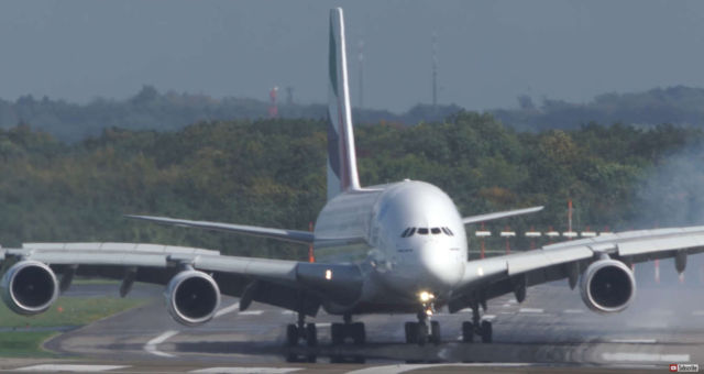 Unbelievable Airbus A380 hard Crosswind Landing
